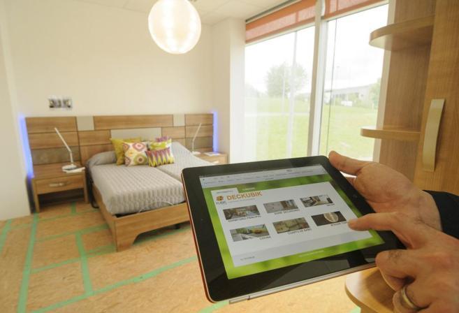 Imagen de la habitación de un hogar dotada con la tecnología...