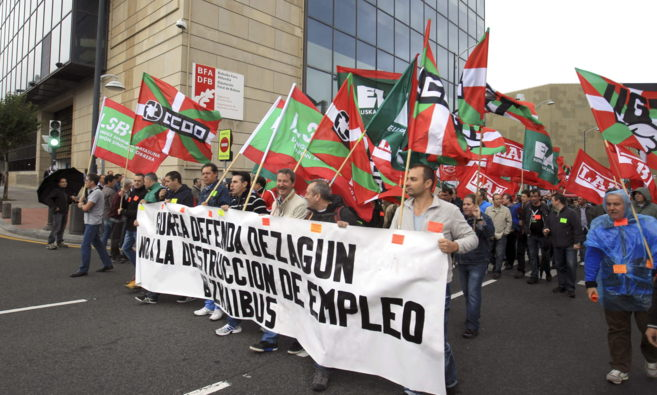 Trabajadores de Bizkaibus durante una manifestación, este miércoles.