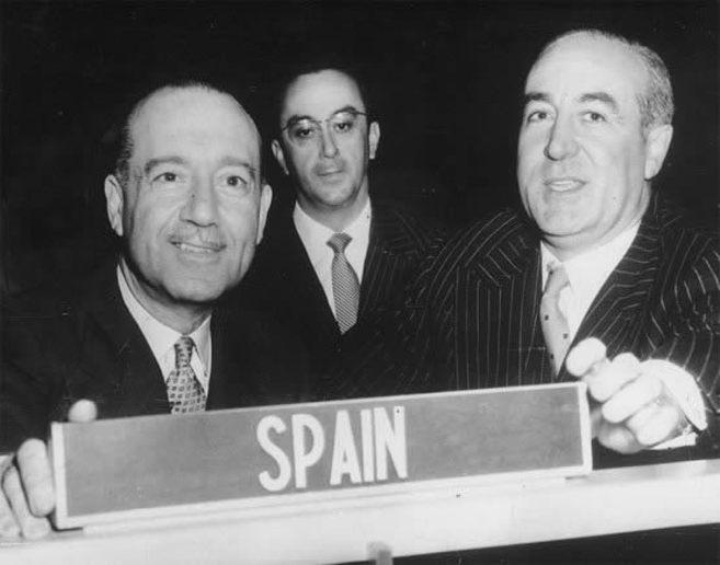 Juan Sebastián de Erice, jefe de la delegación española  y Jose...