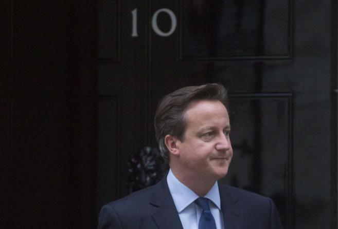 David Cameron, este jueves, en la puerta de la residencia de Downing...