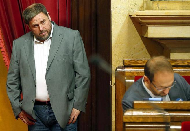 Oriol Junqueras, junto al líder de ICV, Joan Herrera, durante la...