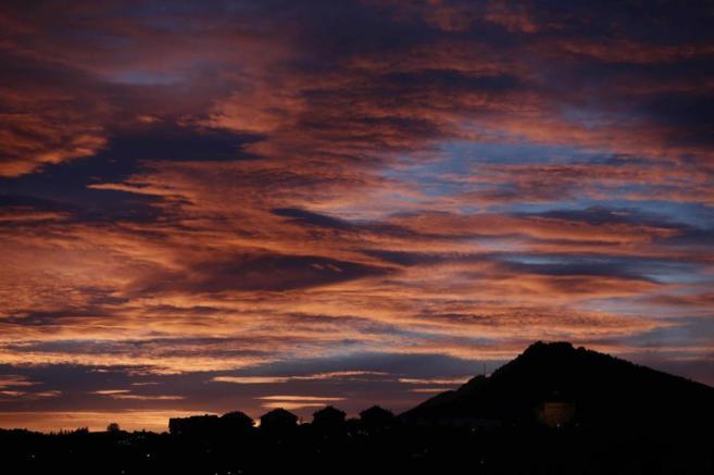 Primeros rayos de sol en Pamplona tras una víspera con temperaturas...