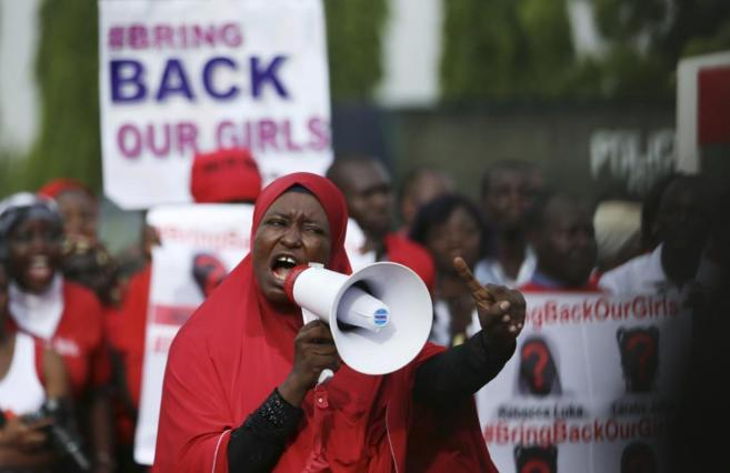 Una manifestante de la campaña 'Bring Back Our Girls' en...