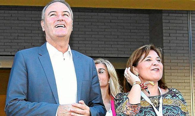Alberto Fabra e Isabel Bonig, ayer, en la convención del PP celebrada...