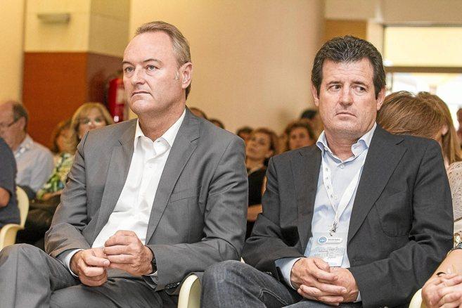 Alberto Fabra junto al presidente del partido en Alicante, José...