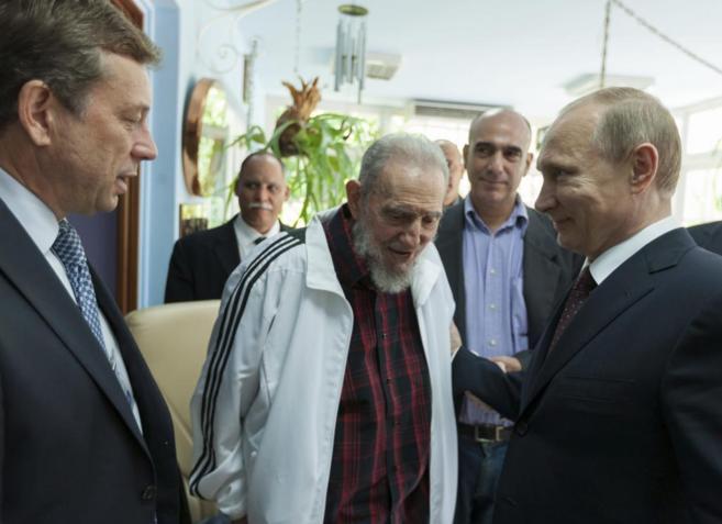 Fidel Castro, en una de sus últimas apariciones, junto al presidente...