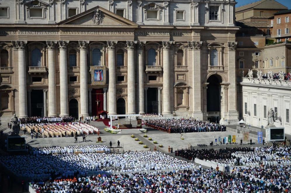 Panorámica de la plaza de San Pedro en la beatificación de Pablo VI.