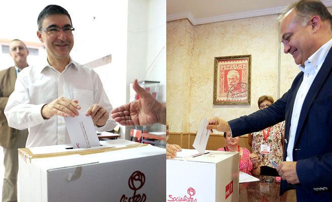 Los candidatos Pedro Sánchez y Joan Calabuig han acudido a votar esta...