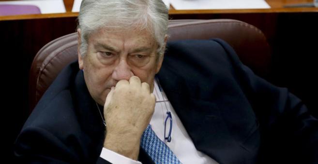 El consejero de Sanidad, Javier Rodríguez, durante un pleno en la...