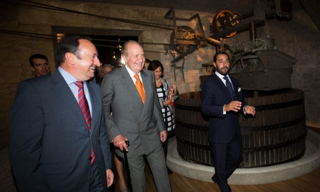 El rey Don Juan Carlos en las bodegas de Marqués de Murrieta