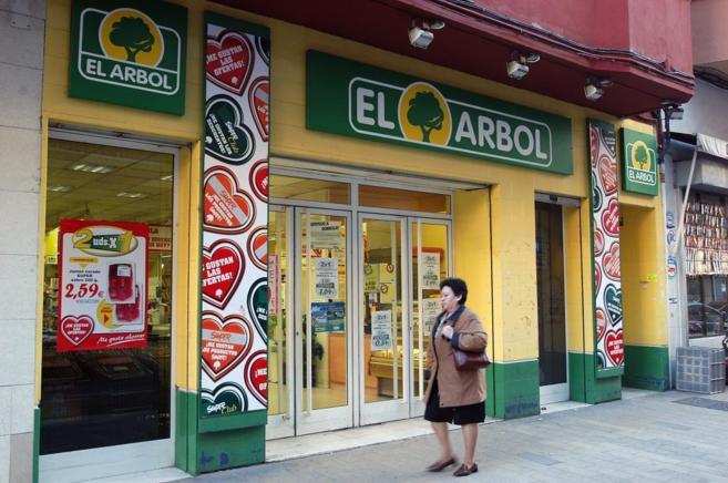 Fachada de una de las tiendas de El Árbol en Valladolid.