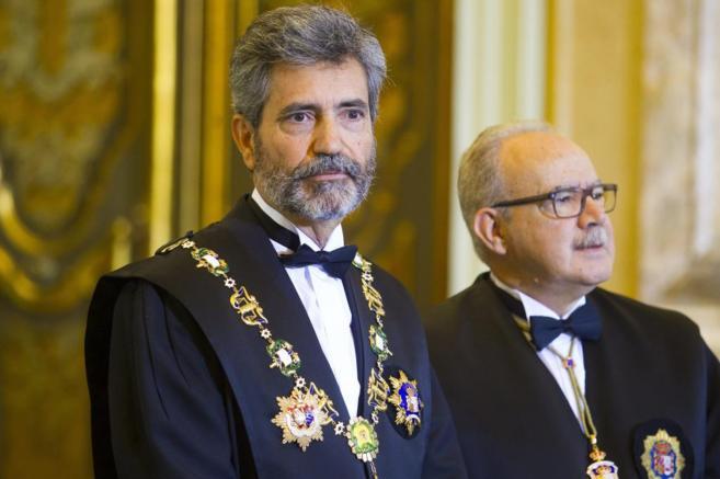 Carlos Lesmes (izqda.), en el acto de apertura del año judicial en el...
