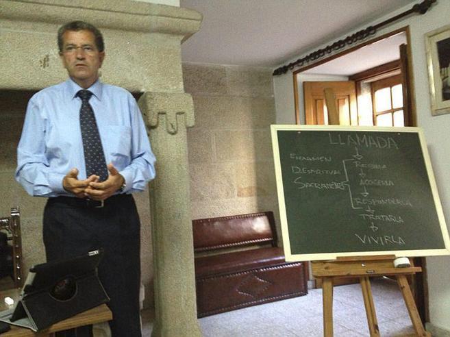 Miguel Rosendo, fundador de Orden y Mandato de San Miguel Arcángel,...
