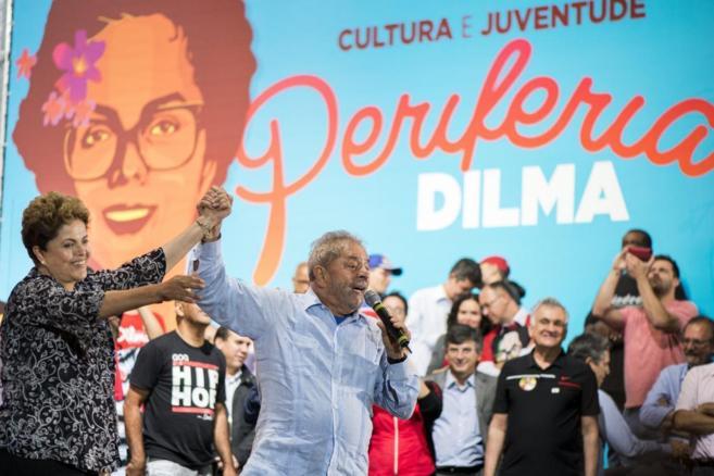 La presidenta brasileña, Dilma Rousseff, junto a Lula en un acto en...