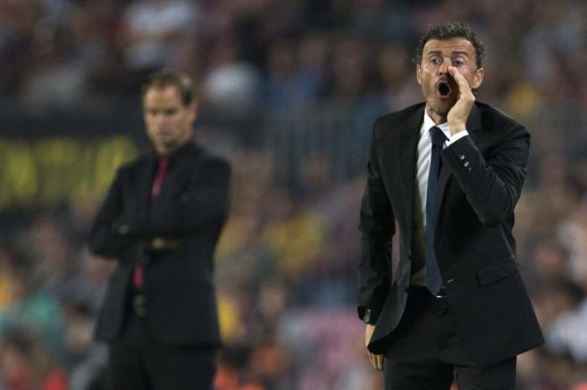 Luis Enrique da instrucciones durante el encuentro ante el Ajax.