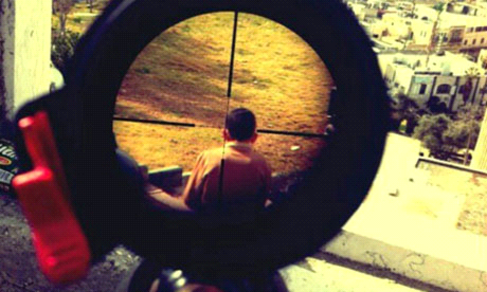 Nino Palestino en el punto de mira de soldado israelí.