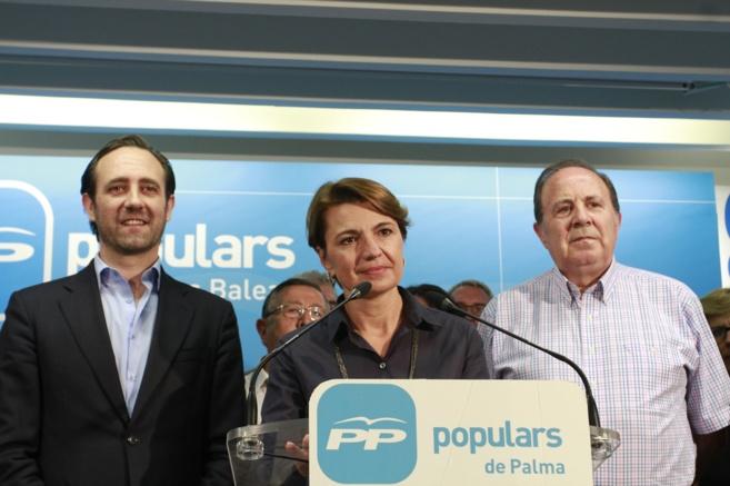 Margalida Durán escoltada por José Ramón Bauzá y José María...