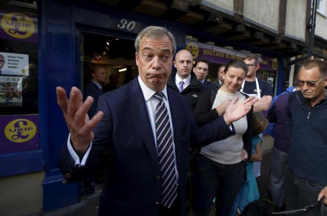 Nigel Farage, líder del eurófobo Ukip, en su sede electoral.