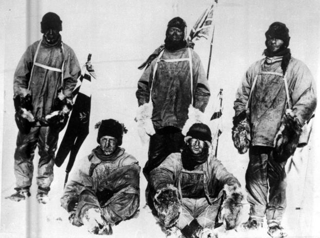 Los cinco miembros de la expedición a la Antártida. De izquierda a...