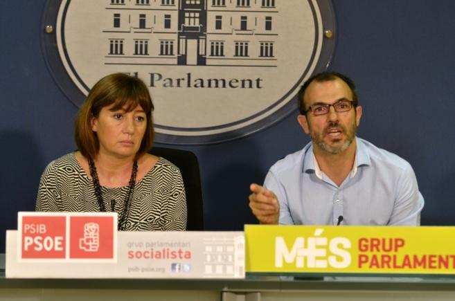 Armengol y Barceló durante una rueda de prensa en el Parlament.