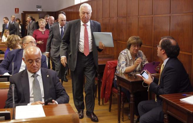 José Manuel García-Margallo, antes de su comparecencia en la...