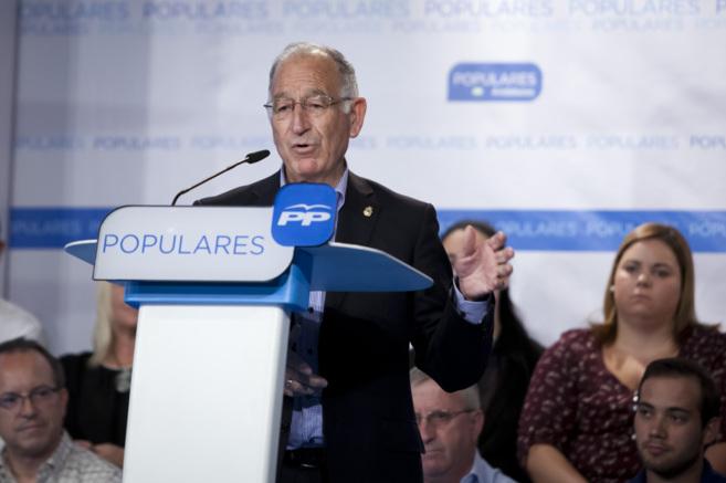 El alcalde de Roquetas de Mar y presidente de la Diputación de...
