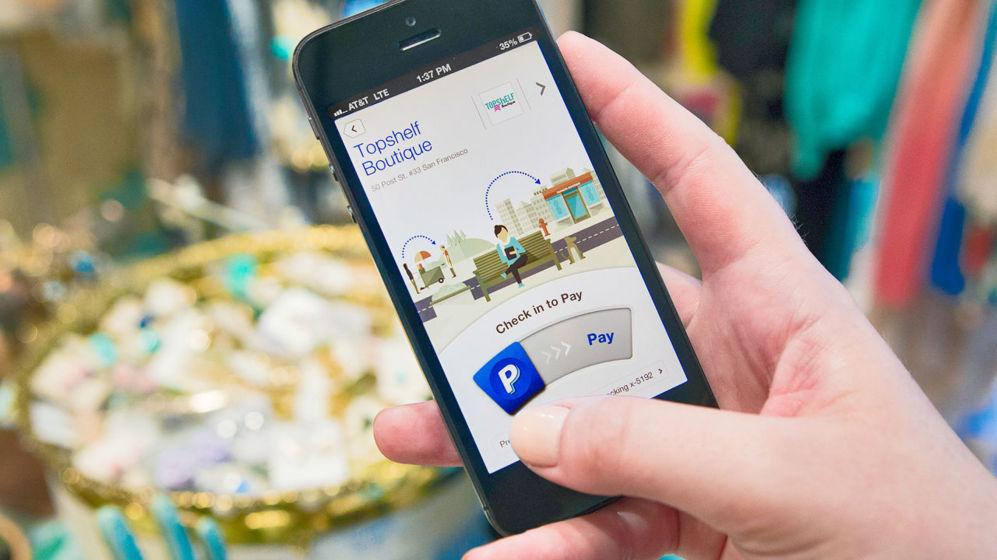 <strong>VIEJOS CONOCIDOS.</strong>  Ebay compró PayPal en 2002 para integrarla en su servicio de subastas y comercio electrónico. Durante los últimos 12 años, sin embargo, PayPal ha seguido manteniendo su estatus en la Red como una de las plataformas de pago más conocidas. A partir del año próximo, ambas compañías volverán a separarse. El consejo de PayPal considera que la oportunidad que presenta el pago móvil es demasiado grande como para continuar lastrada por el portal de subastas. PayPal ha probado en el móvil con varias estrategias de pago; tiene un servicio de transferencia directa de dinero, una plataforma para compra en web e integración en apps y ha llegado a un acuerdo con Samsung para crear una plataforma segura cimentada en el lector de huellas dactilares de los teléfonos de la compañía coreana.