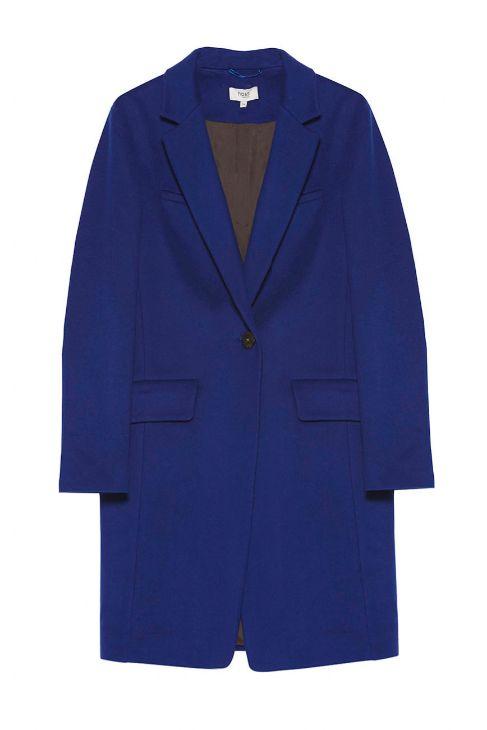 De corte masculino y color eléctrico, de Hoss Intropia (395 euros).