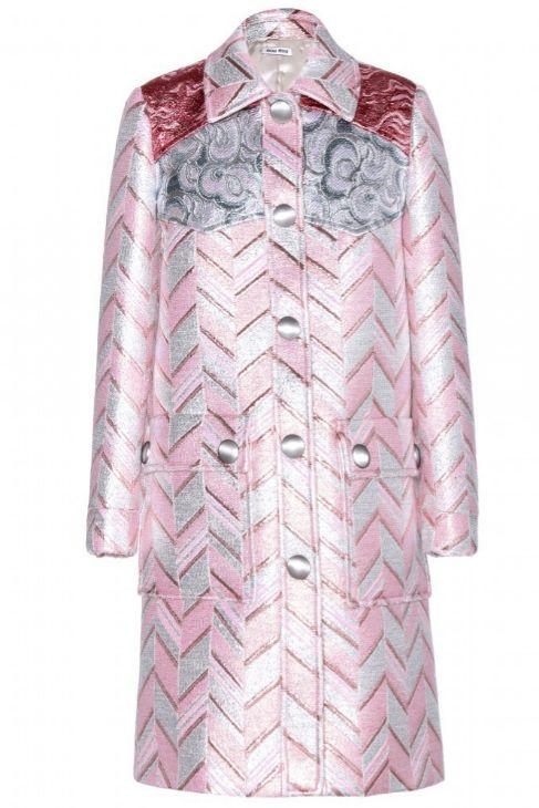 Con bordados metálicos y tonos pastel, de Miu Miu para net-a-porter...