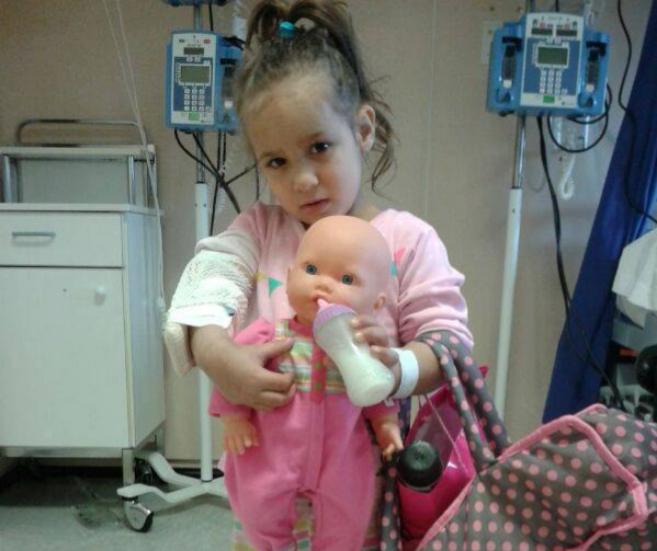 La pequena Jaqueline, de 5 años, que se encuentra en el Hospital de...