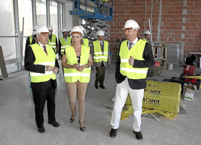 La alcaldesa de Alicante, Sonia Castedo, ayer, en la ampliación de la...