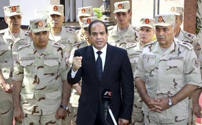 El presidente Abdel Fattah al-Sisi da un discurso tras reunirse con el...