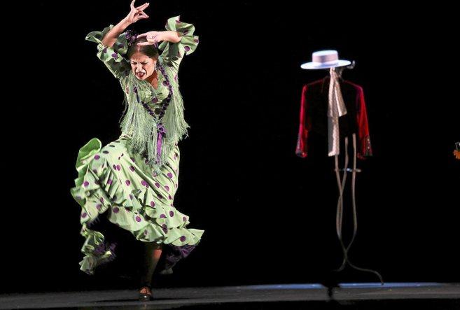 La bailaora Pastora Galván se marca un paso de flamenco.