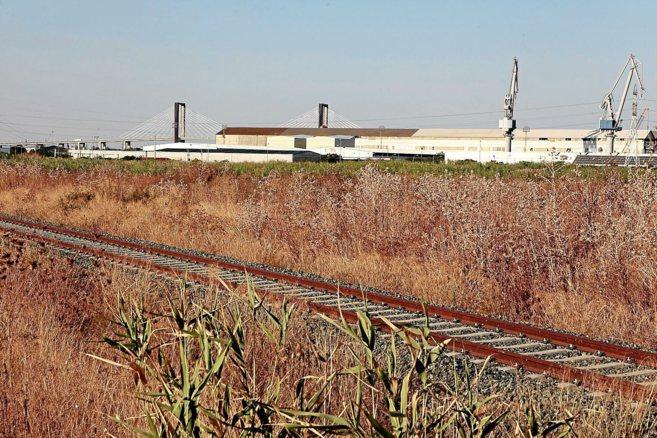 Vista de los terrenos portuarios en Torrecuéllar donde se acotará la...