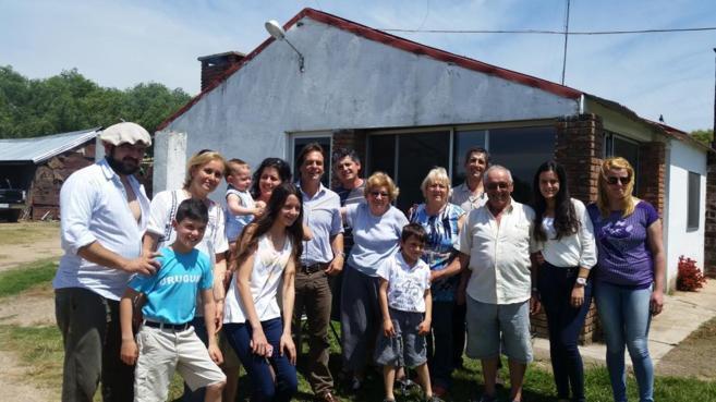 El candidato Lacalle Pou compartió el almuerzo con una familia del...