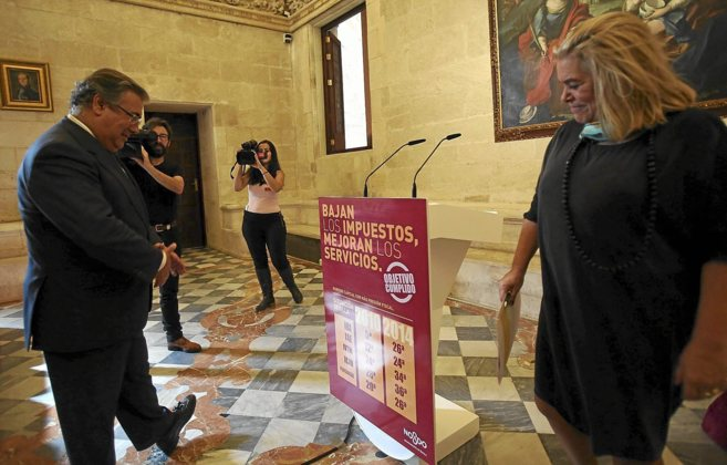 El alcalde de Sevilla, durante la presentación de las ordenanzas...