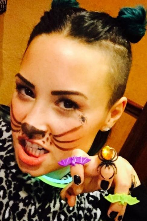 La ex chica Disney, Demi Lovato, con look felino.