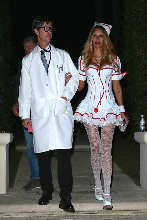 Susan Holmes con un disfraz de enfermera 'sexy'.