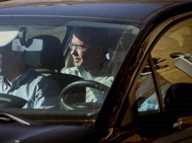 Francisco Granados sale de su domicilio en un coche de la Guardia...