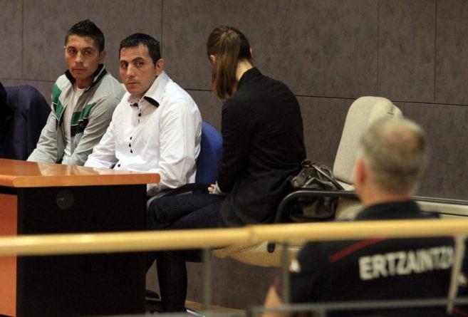 Los acusados G.S y M.M.S momentos antes de dar inicio al juicio.