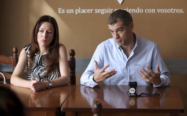 Alicia Andújar, junto al candidato a la Generalitat, Toni Cantó.