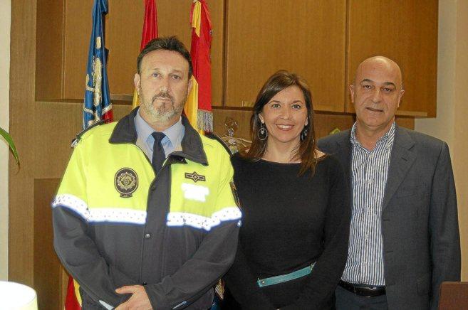 La alcaldesa de Elche, Mercedes Alonso, junto al edil de Seguridad,...
