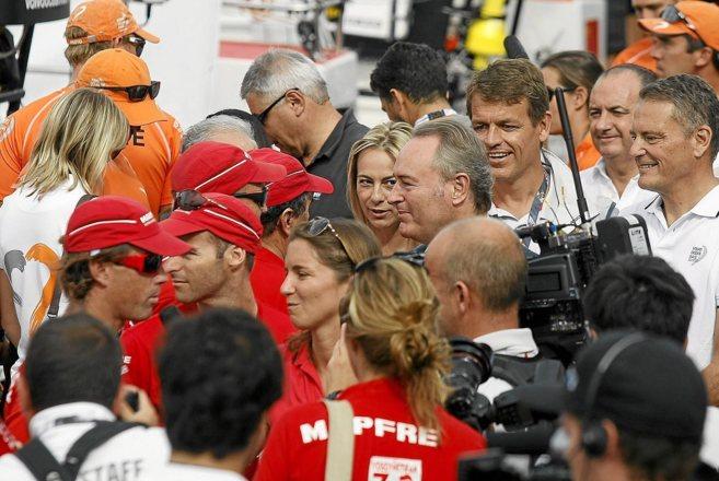 Castedo y Fabra en la salida de la regata de la Volvo Ocean Race desde...