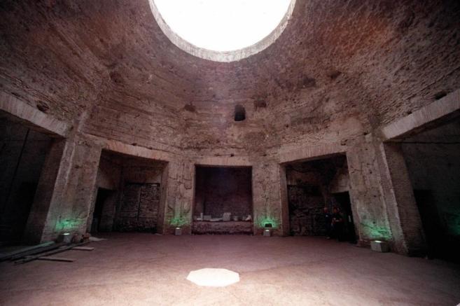 Una de las salas de la 'Domus Aurea' en Roma, tras su...