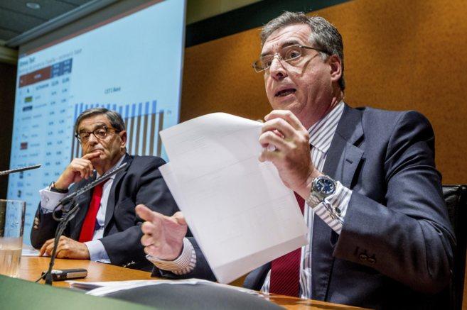 Sánchez Asiaín y Mario Fernández durante la comparecencia de este...