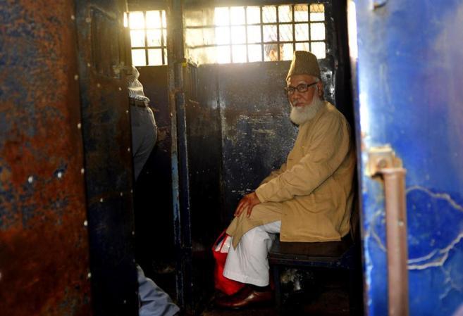 Motiur Rahman Nizami, líder de Jamaat-e-Islami, sentado en un...