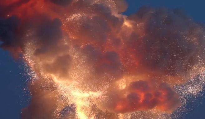 La explosión del cohete 'Antares' provocó una gran bola de...