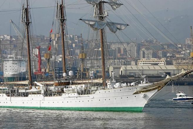 El buque-escuela 'Juan Sebastián Elcano', durante una escala en...