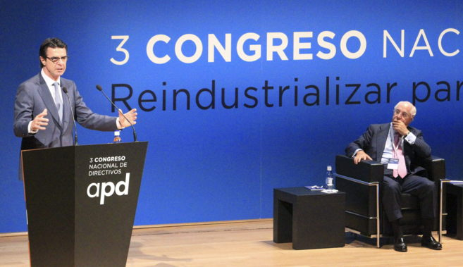 El ministro de Industria, José Manuel Soria, junto al presidente de...