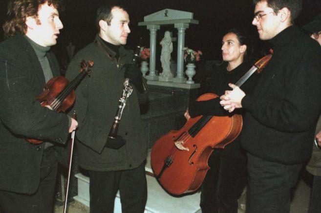 El Cuarteto Granada en el cementerio de Guadix.